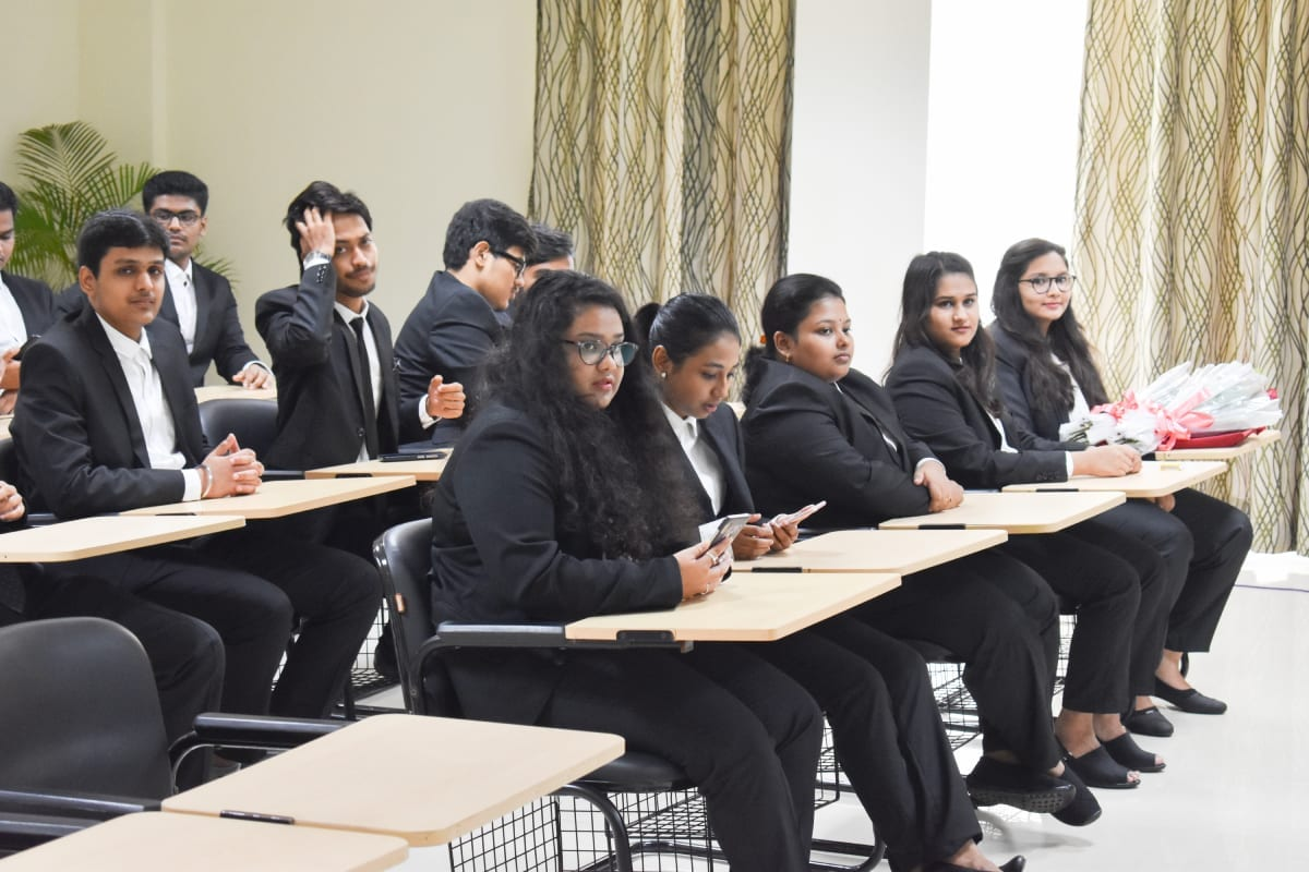 LLB as a Career in India – Upholding Justice and Managing Jarred Social Situations